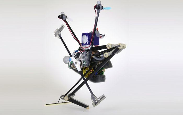 علماء يصممون آلي يتحرك بشكل روبوتي كالثعبان !