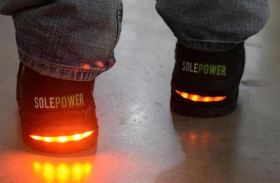 حذاء مبتكر يساهم في إنقاذ الأرواح وتوفير الأموال في صناعة البناء