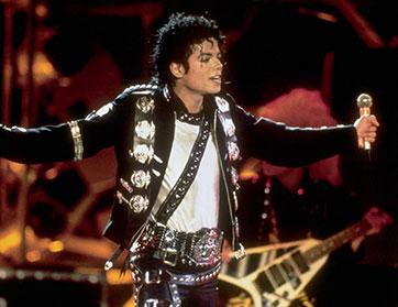 مايكل جاكسون اعلى المشاهير المتوفين دخلاً في 2014