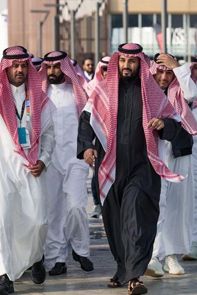محمد بن سلمان يزور معرض الرياض للسيارات Ra2ed