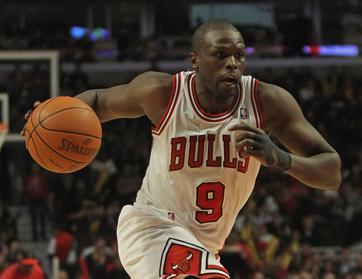 سباق كرة السلة للمحترفين يضع شيكاغو في الصدارة