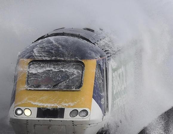 شاهد الصور و تخيل نفسك في هذا القطار