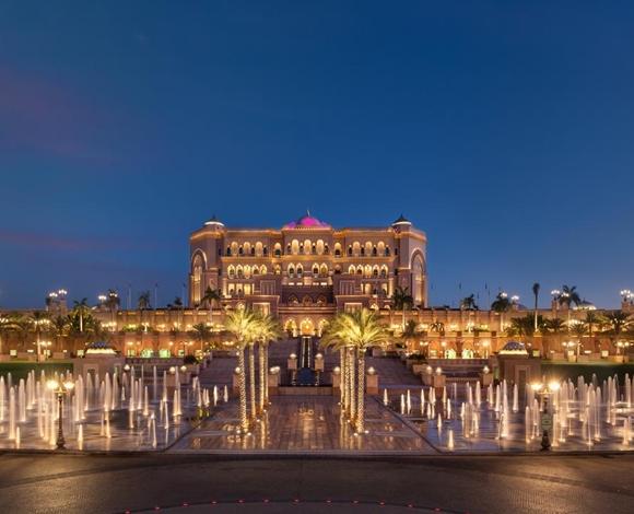 في أبوظبي معالم عمرانيّة مُذهلة لا مثيل لها في المنطقة العربيّة وهذه أجملها