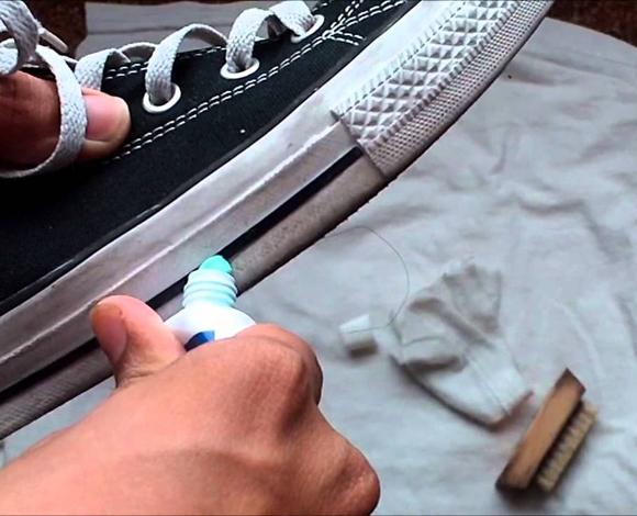 من بينها تنظيف المرايا والمجوهرات والأحذية، إليك الوجه الآخر لمعجون الأسنان