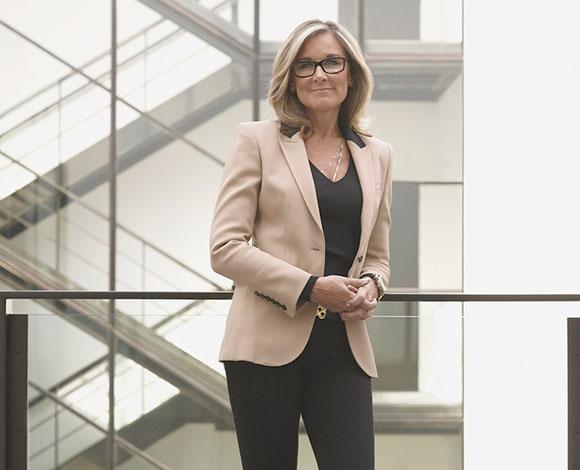 أنغيلا أرينتس: المرشحة الأقوى لرئاسة شركة أبل