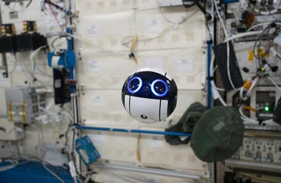 كرة يابانية آلية تحوم في محطة الفضاء .. شاهدها !