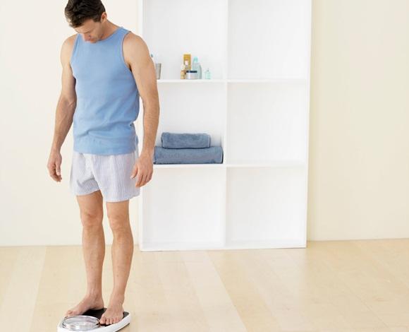 هل تُريد أن تتخلّص من وزنك الزائد؟ إذًا تناول كلّ ما تُحِبه ولا تحرم نفسك