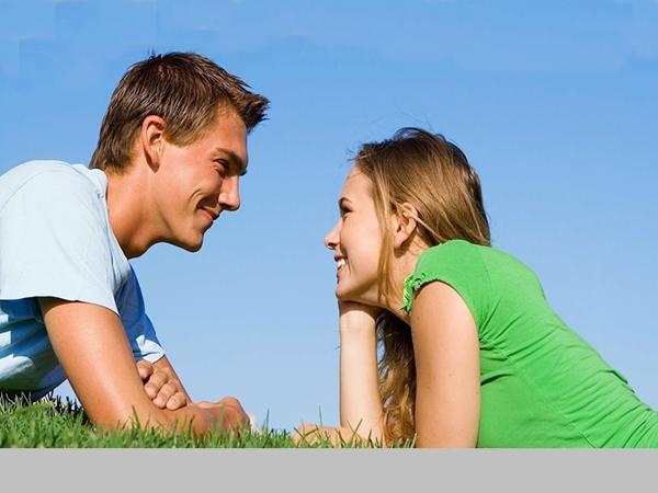 النظرة دليل الرغبة والحب.. اقرأ لغة العيون