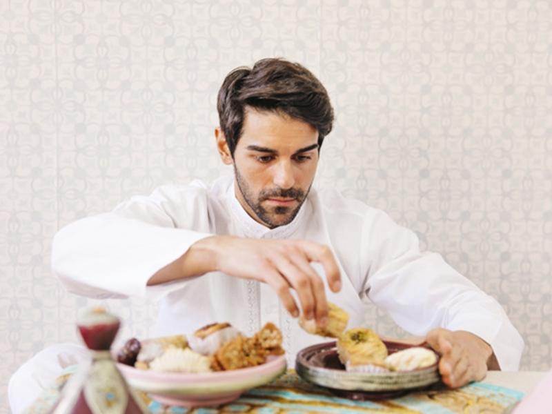 في أيام رمضان الأخيرة هذه عشر نصائح تمكّنك من العودة إلى وزنك الطبيعي