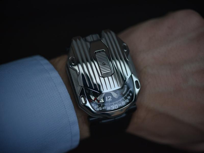 """UR-105 CT ""Kryptonite .. ساعة تومض في الظلام سعرها 65 ألف دولار"