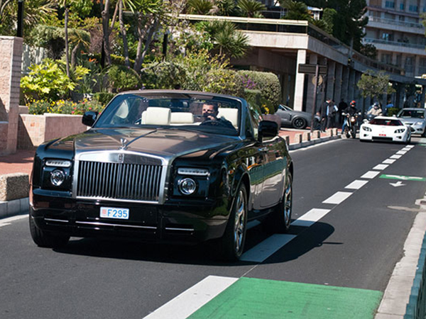 Ra2ed يأخذك في جولة على مرآب كريستيانو رونالدو، لن تصدّق السيارات التي يملكها
