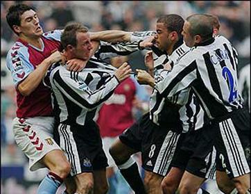 أشهر أحداث الاعتداءات في تاريخ كرة القدم