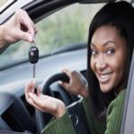 بالفيديو: طريقة غريبة لتعليم قيادة السيارات!