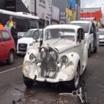 سيارة زفاف تدهس المدعوين .. فيديو