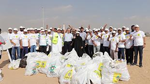 """حملة """"نظفوا الإمارات"""" تجمع 2 طن من النفايات في يومها الأول بالشارقة"""