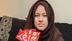 بسبب خطأ ... شابة تطالب شركة حلويات بشوكولا مجاني مدى الحياة