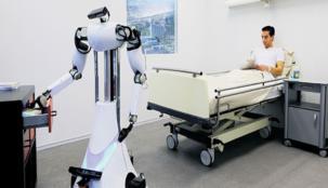 في دبي ... روبوت طبي يدهش زوار إحدى المستشفيات