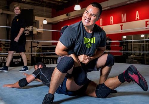 إليك بالصور .. الصيني الأول في تاريخ بطولة WWEللمصارعة