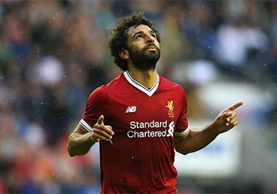 """اللاعب العربي """"الاسطورة"""" الذي شَغَل العالم... قصة نجاح من رحم الظروف الصعبة"""
