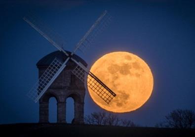 ظاهرة القمر الدموي العظيم في صور