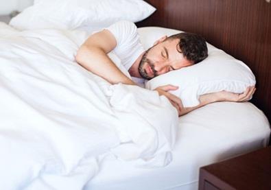 لماذا نومك خفيف وغيرك نومه ثقيل؟