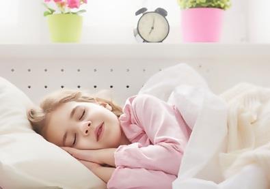 لماذا يجب على أطفالكم أن يناموا باكرا؟