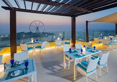 Pure Sky Lounge مطعم استثنائي في دبي يقدّم لك الطعام من الطابق الـ35