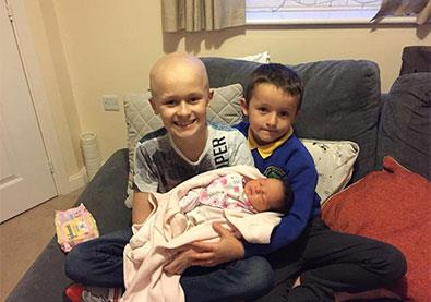 طفل يتحدى مرض السرطان لكي يحقق أمنية واحدة فقط... وصيته الأخيرة أبكت والديه