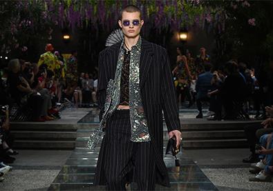 تشكيلة versace لربيع وصيف 2019