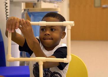 نجاح أول عملية زرع يدين لطفل... إليكم التفاصيل
