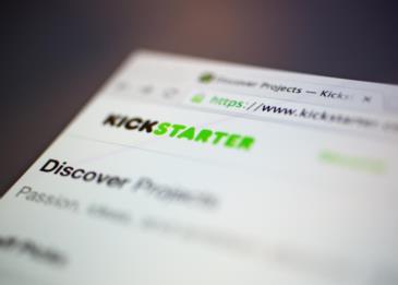 رائد أعمال يجني 350 ألف دولار من تقليد منتجات موقع Kickstarter
