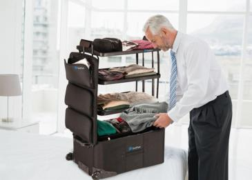 حقيبة سفر تشبه الخزانة... فيها رفوف
