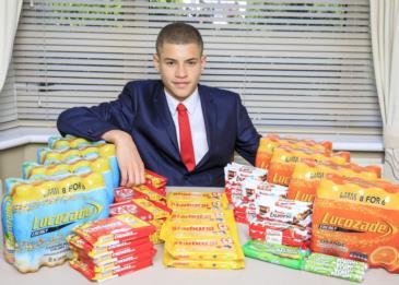 مراهق يكسب 50 ألف إسترليني سنوياً من بيع المأكولات الخفيفة في مدرسته