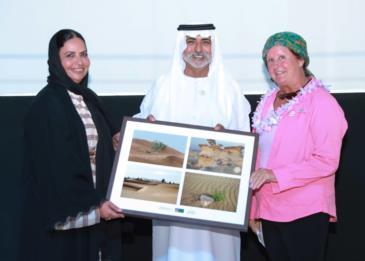 الشيخ نهيان بن مبارك آل نهيان يكرم 43 امرأة قطعن الصحراء من العين إلى أبوظبي سيراً على الأقدام