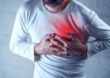 أعراض تنبهك إلى تزايد خطر الإصابة بنوبة قلبية قبل حدوثها بشهر !
