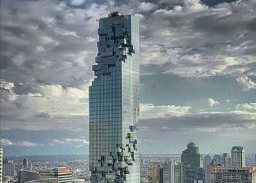 المعماري المجنون الذي اتخذ من المباني المفككة مهنة له !