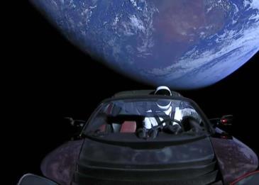 إيلون ماسك يكشف عن فيديو مباشر لسيارة تسلا أثناء رحلتها لكوكب المريخ