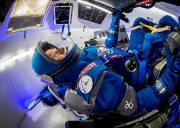 ايلون ماسك يكشف عن أول صور لبدلة الفضاء المستقبلية انتاج شركته