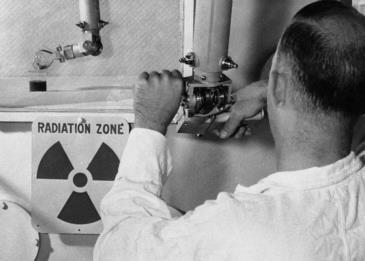 الأكثر إشعاعا في العالم .. رجل يفاجأ الأطباء بعد نجاته من انفجار نووي