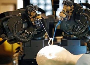 روبوت طبي سيساعد الأطباء على خفض زمن جراحات المخ إلى دقيقتين