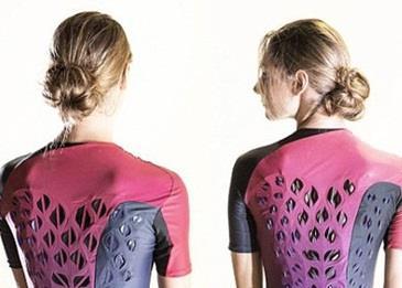بدلة مزودة بفتحات تهوية تبقي الجسد جافا خلال التمرينات