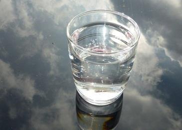 علامات تنبهنا إلى أن أجسامنا لا تحصل على ما يكفيها من مياه