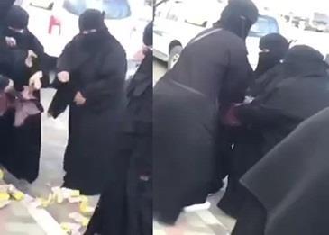 بالفيديو .. شجار بين حارسات الجامعة وبائعة متجولة
