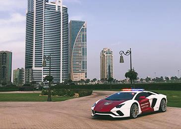 شرطة دبي تضم سيارة طراز لامبورغيني أفينتيدور لأسطولها الخاص!