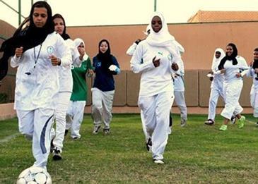 بعد إقرارها في مدارس السعودية ... هكذا ستظهر الطالبات بحصص التربية البدنية