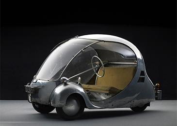 واحدة سقفها كالمظلّة وأُخرى تضم ستّة إطارات... إليك أغرب 5 سيارات في العالم