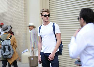 لماذا يحتاج كل رجل قميص تي شيرت أبيض؟