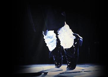 حذاء مايكل جاكسون الشهير يعرض في المزاد... إليكم التفاصيل