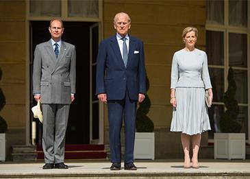 مع إتمامه عامه الـ 97... نظرة على حياة الأمير فيليب المذهلة