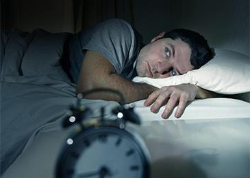 قلّة النوم تُحوِلك من إنسان عادي إلى آخر مُدمِن... إليك التفاصيل